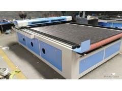 布料激光裁剪设备能裁剪多厚的布料 布料裁剪机布料下料机激光切割机 LS-1830全自动送料激光裁床激光切布机